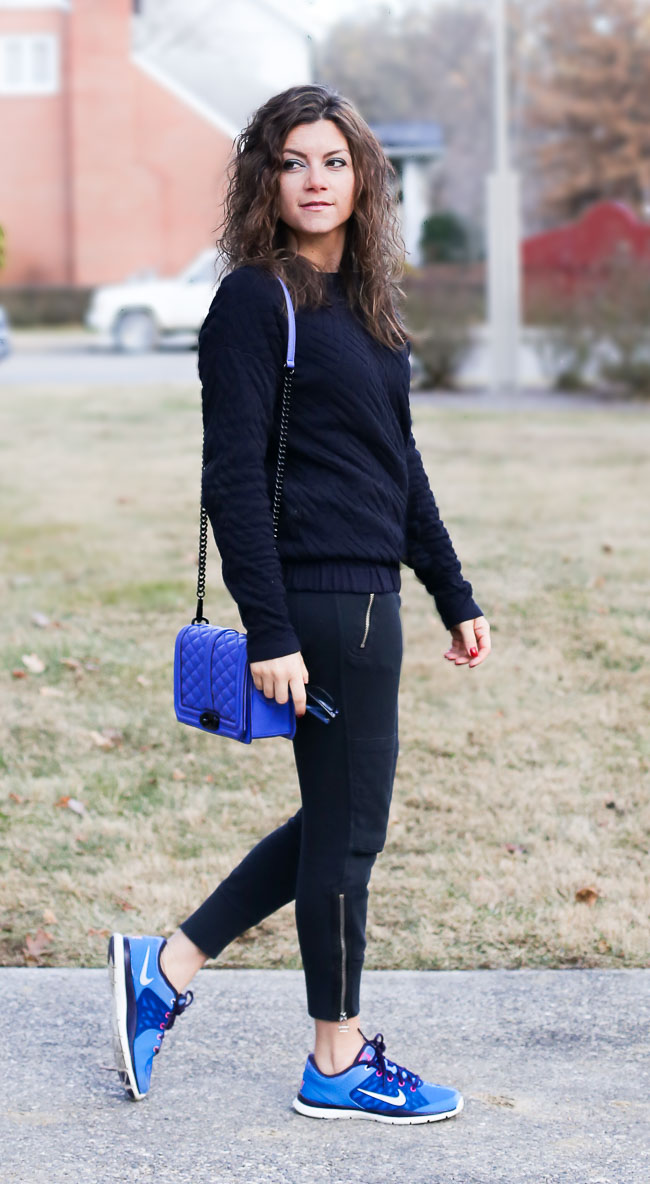 a sporty casual chic outfit with track pants and Nike sneakers - love this as a traveling outfit!